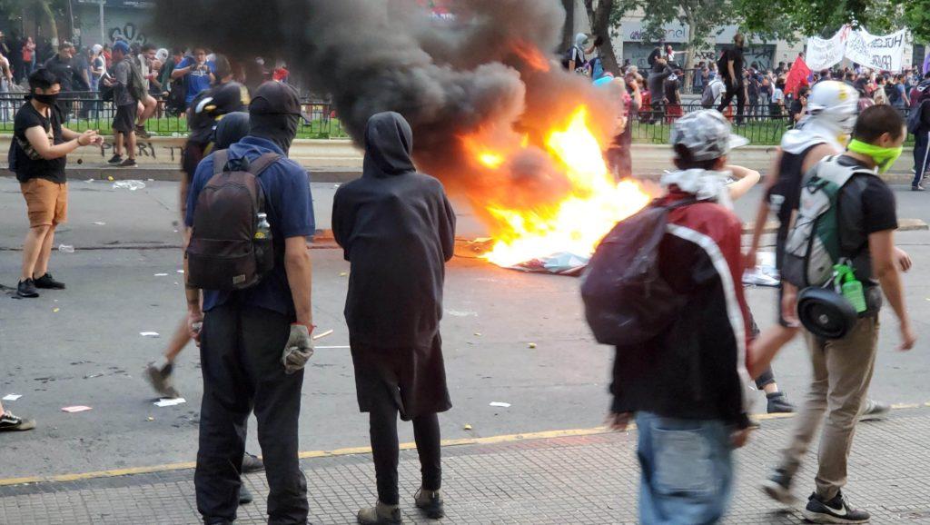 Protest fire, Santiago, Chile, 25 Oct 2019a
